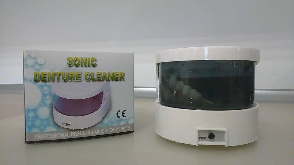Myjka ultradźwiękowa do czyszczenia i dezynfekcji protez elastycznych